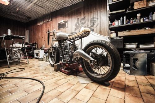cafe-racer-frame-garage-1599